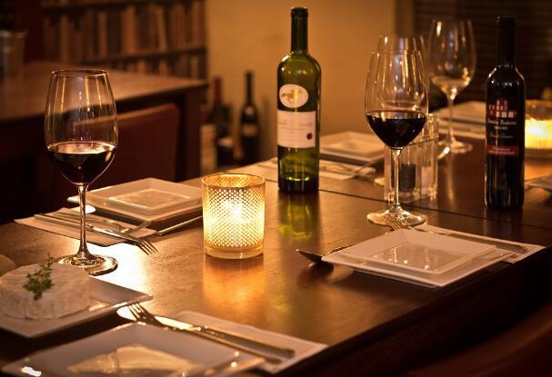 如何像法国人一样喝葡萄酒
