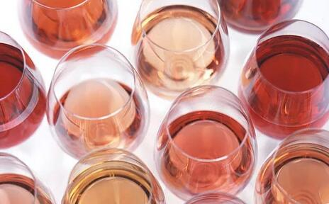 """听说喝点葡萄酒的人,""""察言观色""""的能力都不会太差哦......"""