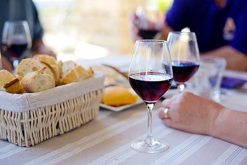 """带大家去体验一下葡萄酒的""""蟹""""逅怎样呢?"""