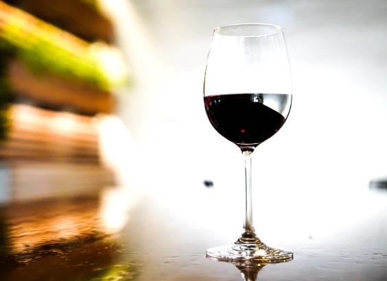 喝红葡萄酒对大脑健康的好处