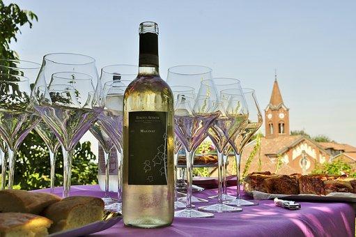 你知道怎样品尝红葡萄酒吗?