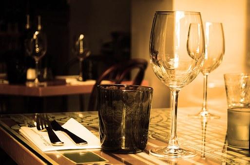 大家知道怎样来进行判断一瓶葡萄酒的好坏吗?