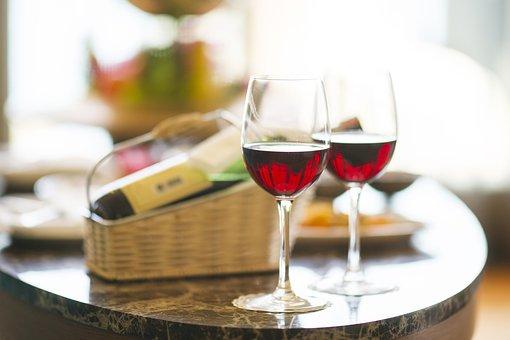 各位朋友们在喝葡萄酒时,会唇舌会发黑的吧!