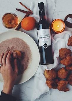 带大家去看看《唐顿庄园》是怎样来高姿态地喝葡萄酒的!