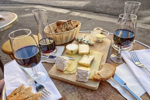 各位朋友们,你们是否知道千颂伊最爱的葡萄酒到底是什么呢?