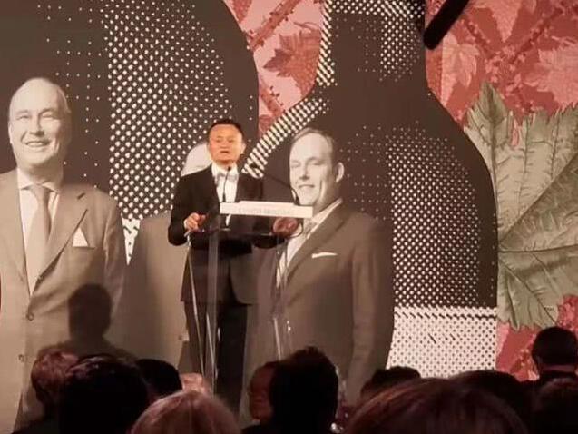 Dr. Jo Jo Su成为2019年首位同时获得左岸和右岸骑士勋章的华人
