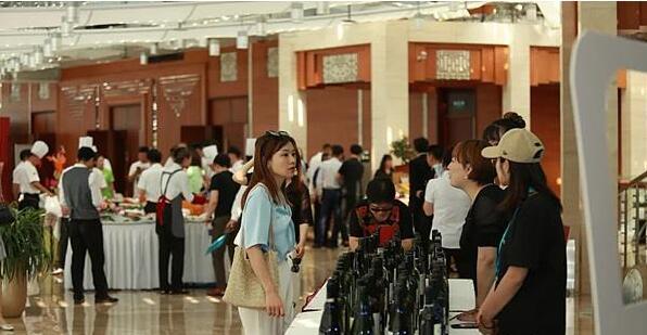 """""""新市场下的国际葡萄酒变革""""研习社日前在中关村软件园举行"""