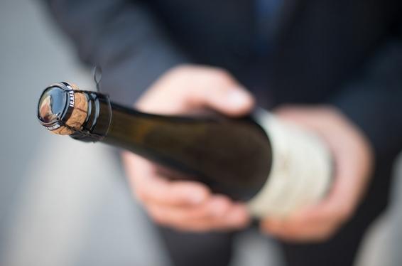 简单几步教你优雅的开香槟