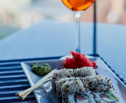 最好的葡萄酒和寿司搭配概念