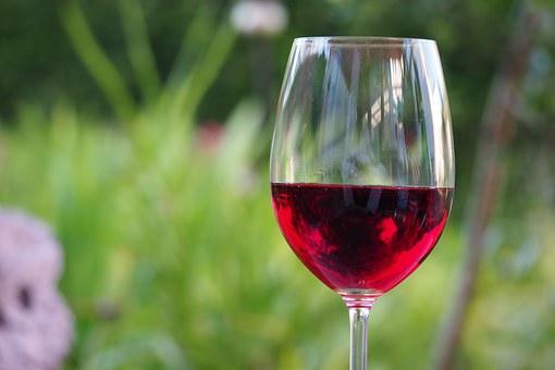 你们是否知道葡萄酒对人体的一些好处功效作用呢?