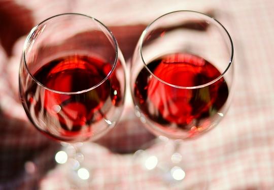 适当喝酒也能有助健康