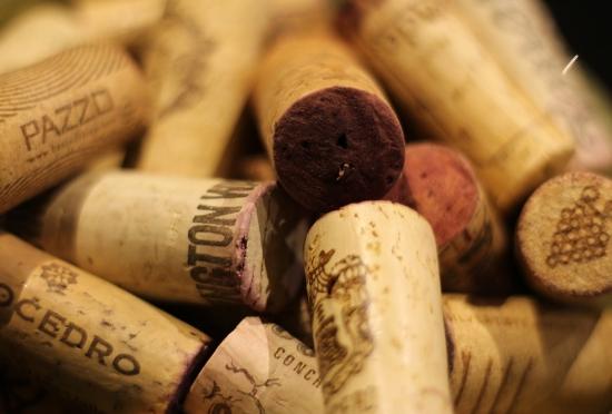 红酒软木塞怎么打开?