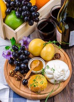各位朋友们,你们知道小吃是怎样来去搭配葡萄酒的呢?