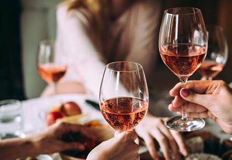 桃红葡萄酒为何深受年轻人青睐?
