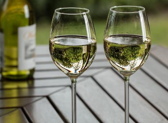 适合夏天饮用的优质白葡萄酒