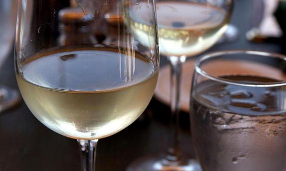 白葡萄酒是什么颜色?