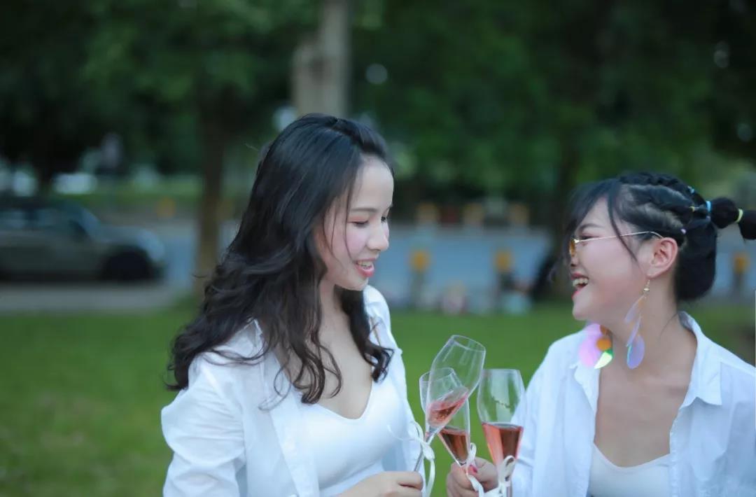 宝马Mini五门版×图比克脱醇Mini起泡酒 创意联合出品【只为遇见 让心归零 无畏向前 从心出发】