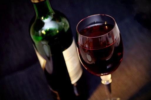白葡萄酒杯与红葡萄酒杯有什么联系?