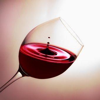 辨别葡萄酒的颜色有什么方法?