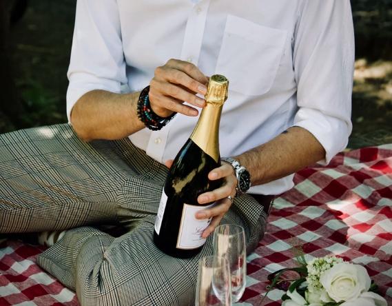如何正确打开一瓶香槟?