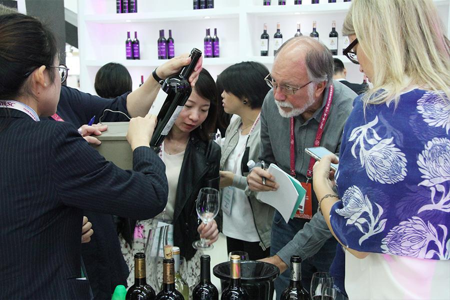 """回顾:2018""""一带一路""""(宁夏•银川)国际葡萄酒大赛—国际葡萄酒博览会圆满闭幕"""