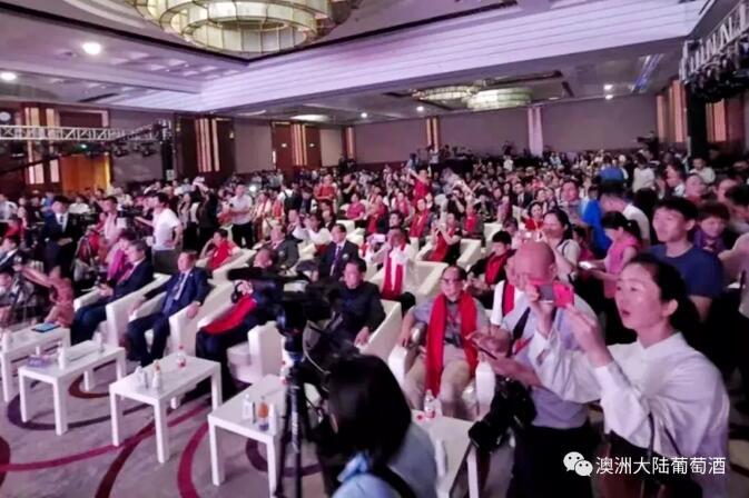 澳洲大陆酒业集团董事长陈兆辉先生出席中华人民共和国70周年杰出人物颁奖暨第五届全球华人影响力(北京)峰会