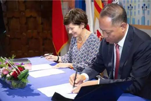 宁夏贺兰山东麓葡萄产业园区管委会与中法文化艺术研究中心签署《中法葡萄酒大学合作协议书》