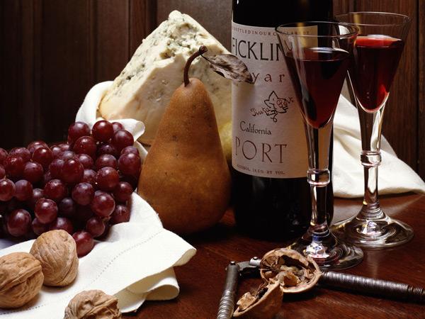 娇美的黑比诺葡萄酒