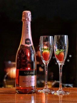 你们知道法国的葡萄酒酒标是怎样的吗?