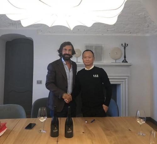 千洲企业推出卡美歌足球巨星—皮尔洛签名款纪念葡萄酒