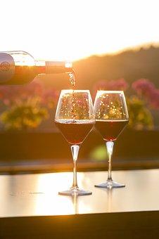 关于酒杯和葡萄酒的搭配内容