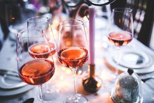 如何来去夏季品尝白葡萄酒呢?