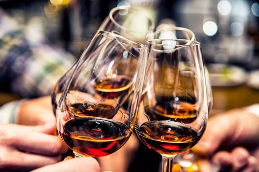 企业纷纷推出纪念酒,能带来新的发展机会吗?