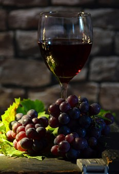 怎样来去判断酿制红酒的葡萄到底是否成熟了没?