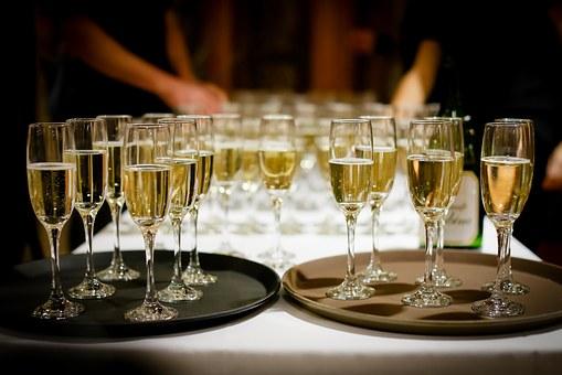 为什么适量的饮红葡萄酒是可以来抗衰老的呢?