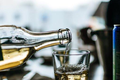 晚上喝葡萄酒是适合任何人吗?为什么呢?