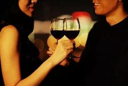 """宁波市法院宣判一起""""酒托""""案件,20元葡萄酒以千元卖出"""