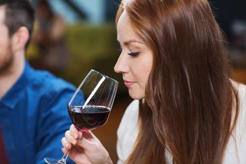 我们怎么做才能让葡萄酒的口感更佳?