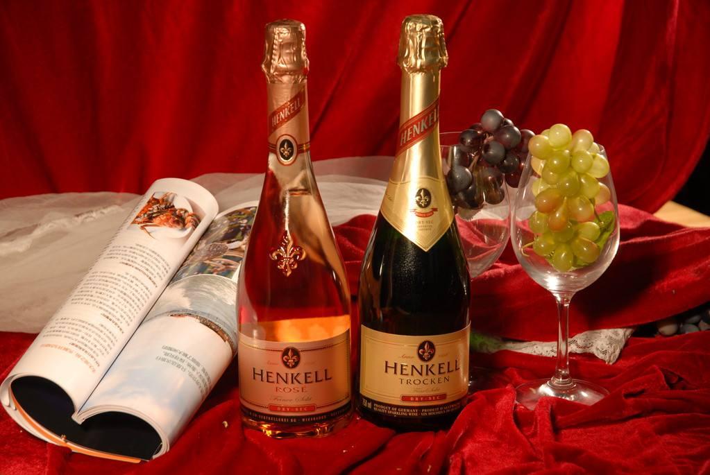 桃红葡萄酒是红酒兑白葡萄酒吗,桃红葡萄酒是怎么制作的呢
