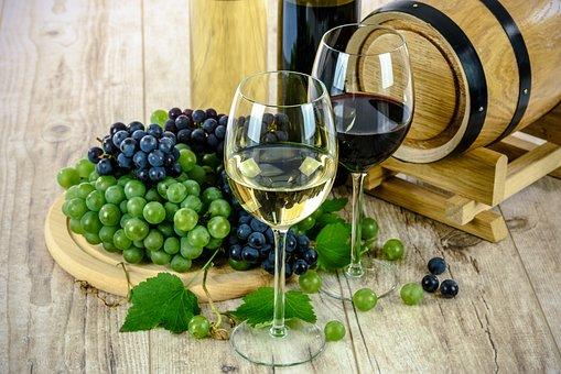各位朋友们知道半干葡萄酒的品酒步骤吗?