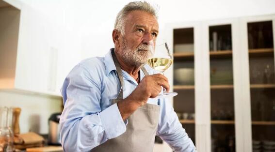 最新研究:适量饮酒可以降低患慢性阻塞性肺几率