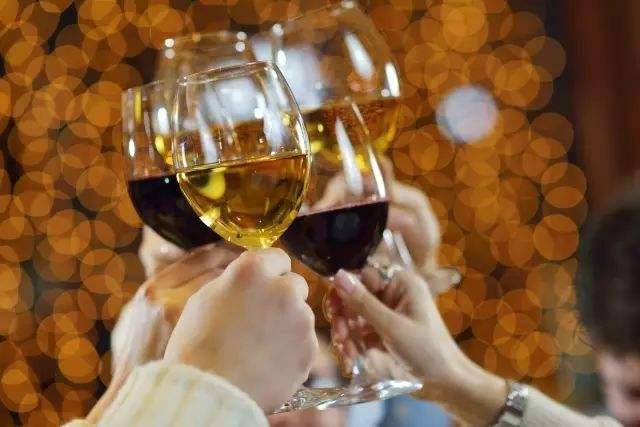 喝葡萄酒能防晒吗,葡萄酒怎么防晒的呢