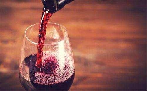 适量饮用红葡萄酒可预防肥胖大家了解多少呢?