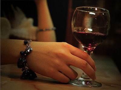 喝葡萄酒千万别倒满,这是为什么呢