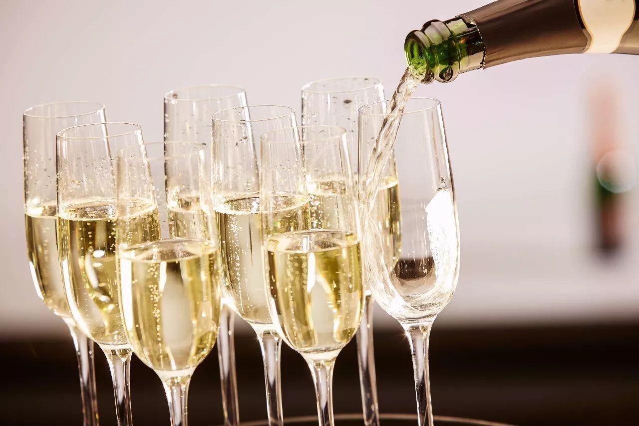 喝香槟更容易醉的原因是什么