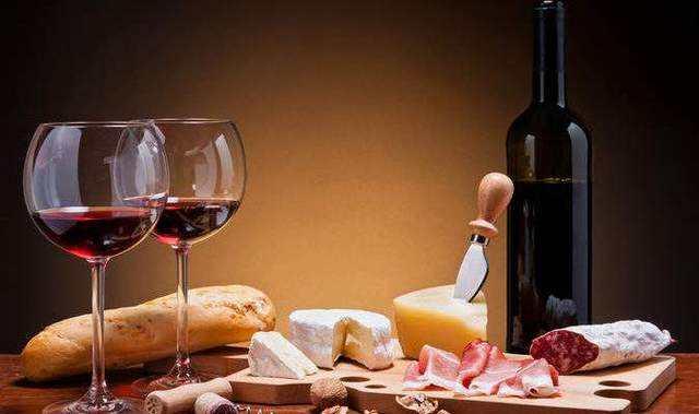 红葡萄酒——郁金香型高脚杯的好处