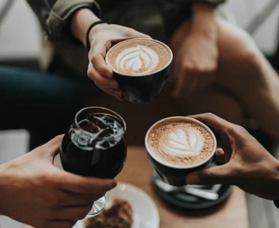 健康标准:上午喝咖啡,晚间喝红酒