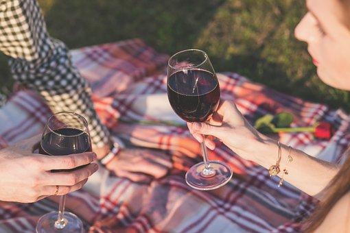 为什么葡萄酒贮藏是要远离噪音的呢?