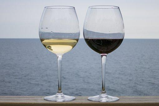 一些酸度不高的白葡萄酒,各位是知道哪些款式呢?