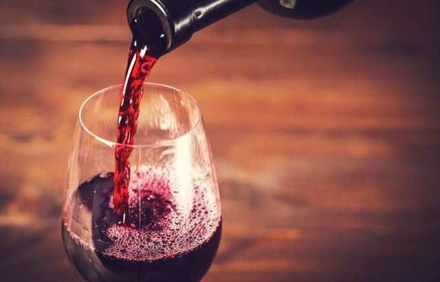 喝葡萄酒为什么不能一口干